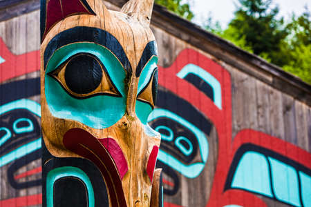 tlingit: Moon Raven totem pole at Saxman Village near Ketchikan Alaska Stock Photo