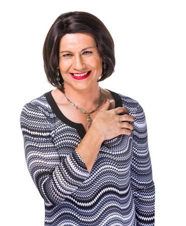 Glücklich lächelnd Hispanic transgender Frau auf weißem Hintergrund Standard-Bild - 62905242