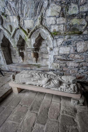 Effigy of Abbot Dominic in Iona Abbey Standard-Bild - 120914766