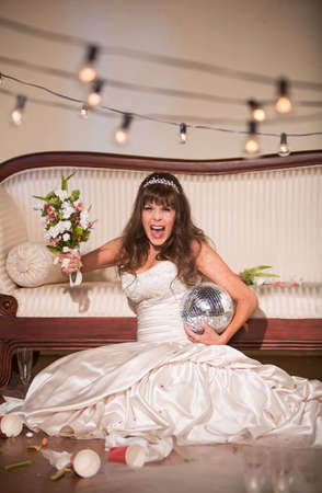Unhappy bride yelling and wielding her wedding bouquet Standard-Bild - 122101297
