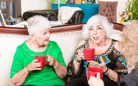 Three senior sharing having a coffee or tea together Foto de archivo - 142915639