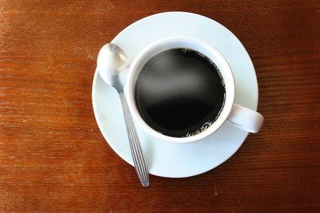 manchas de cafe: caf� sobre fondo de madera Foto de archivo