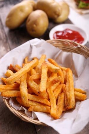 salsa de tomate: papas fritas con salsa de tomate