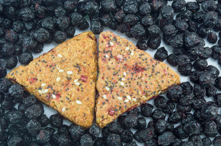 integral: Integral cookies filled with fruit and sesame surrounded with dried aronia