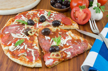 Homebaked pizza sliced with vegetables on a wooden table Stok Fotoğraf - 42919906