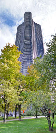aon: Panorama of Lake Point tower in Chicago