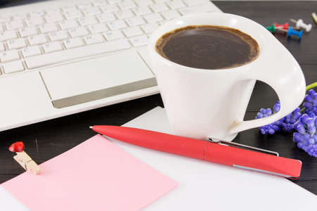 jornada de trabajo: Cup of coffe for a good working day. Coffee and tech accessories on black table