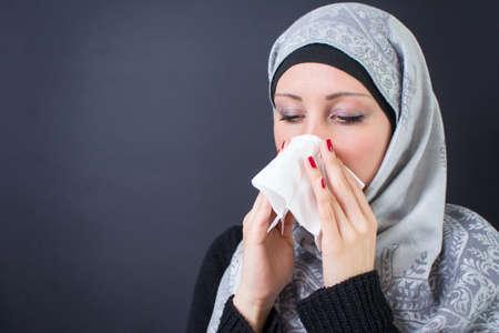 Beautiful muslim woman 版權商用圖片 - 55998557