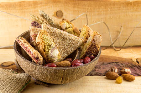 Integral cookies with almonds and rose hips served in a coconut shell
