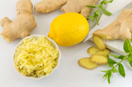 ginger root: Raw ginger root with lemon and parsley