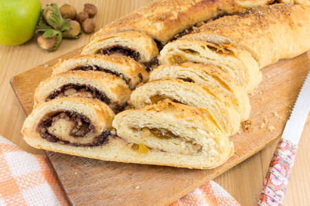 strudel: Sweet fruiit pie with hazelnuts and apple