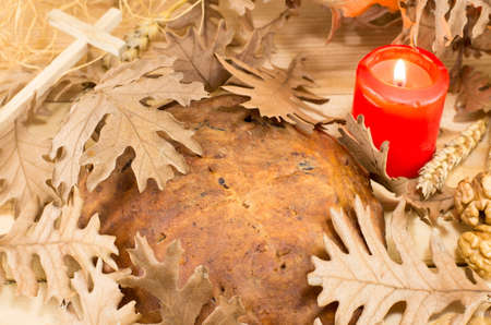 yule log: Orthodox Christmas bread covered with Yule log dry leaves Stock Photo