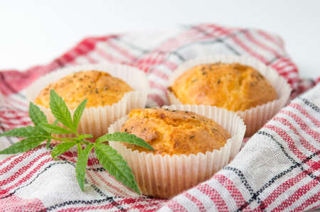 Marijuana cupcake muffins and leaves on a plate Standard-Bild