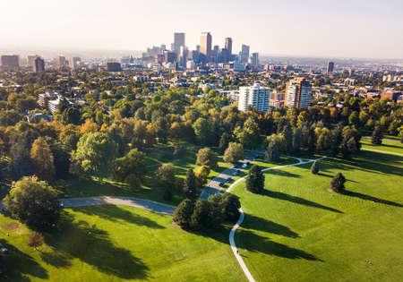 都市公園、コロラド州、米国からデンバー市街空撮