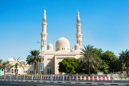 Jumeirah mosque in Dubai, United Arab Emirates with clear blue sky Фото со стока - 90761656
