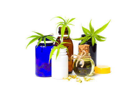 Marijuana oil bottles and leafs isolated on white Foto de archivo