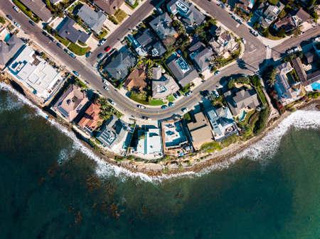 Strade e case della vista aerea della spiaggia del Pacifico di San Diego Archivio Fotografico
