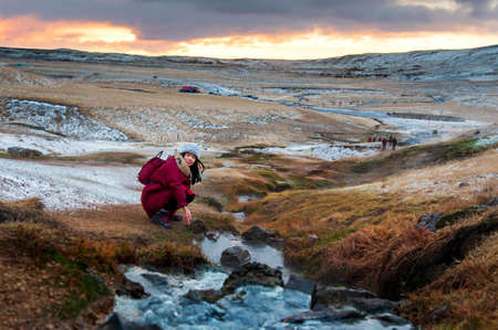 Female traveler by a thermal river in Reykjadalur, Iceland Imagens