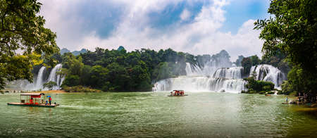 Panorama of Ban Gioc Detian Waterfall at the Border of China and Vietnam 版權商用圖片