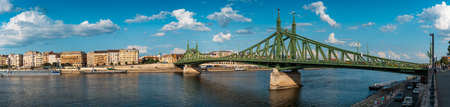 Panoramic view of Budapest traditional architecture buildings and a bridge rising above Danube river Archivio Fotografico