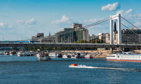 Budapest traditional architecture buildings rising above Danube river in Hungary 新聞圖片