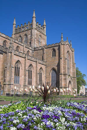 robert bruce: Dunfermline Abbey with a colourful flower-bed in the foreground. For centuries Dunfermline was the Scottish capital and its Abbey one of the most powerful in Scotland. All of Scotlands early medieval kings, including Robert Bruce, are entombed here.