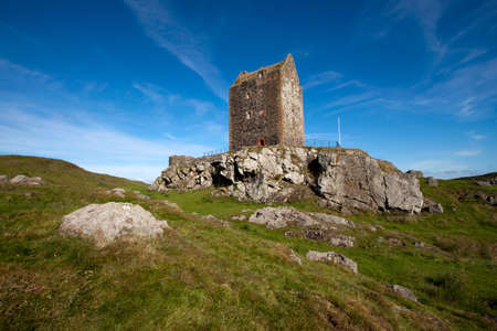 ruination: Smailholm Tower, Scottish Borders