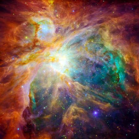 宇宙雲オリオン大星雲 - 1,500 光年離れた地球の補正