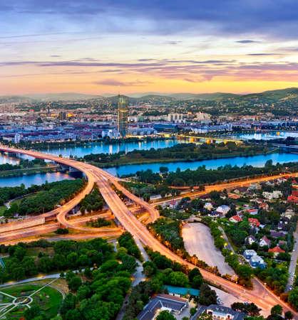 Cityscape van Wenen met de Donau