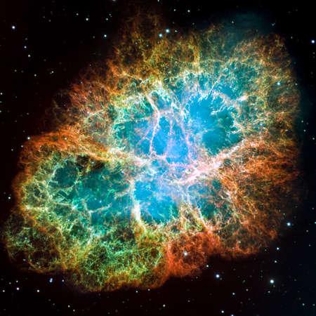 게 성운 - 별자리 황소 자리 그것의 해 1054의 핵심에있는 초신성의 잔해의 일부는 강한 펄서 중성자 별은 손대지과 NASA STScI에서 원본 이미지의 버전을  스톡 콘텐츠