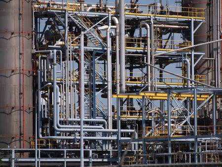 industria quimica: Detalle de las tuber�as de una planta qu�mica