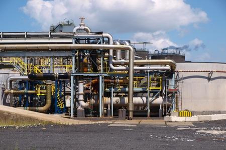 chemical plant: Detail van de pijpen van een chemische fabriek