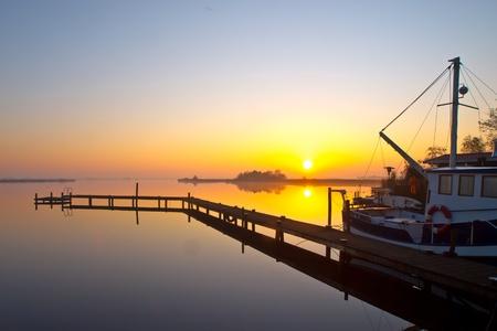 barca da pesca: Barca da pesca è pronto a partire per una giornata di pesca