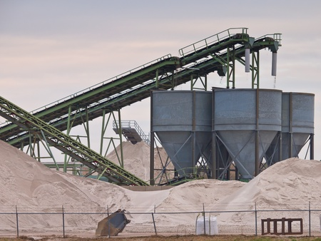 sand quarry: Mining belts are sorting sand
