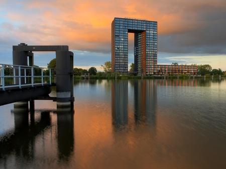 groningen: HDR Opname van Tasman Toren Groningen ontmoet aanlegsteiger