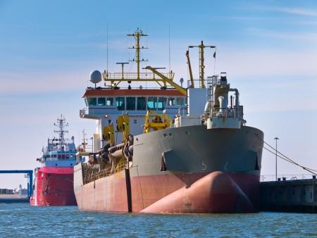 suction: Trailing suction hopper dredger in a dutch harbor