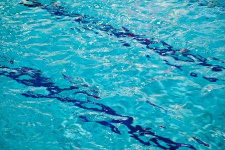 invitando: Invitando turquesa piscina con las l�neas Foto de archivo
