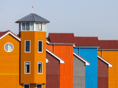 groningen: Blokhuizen in diverse kleuren in Groningen, Nederland