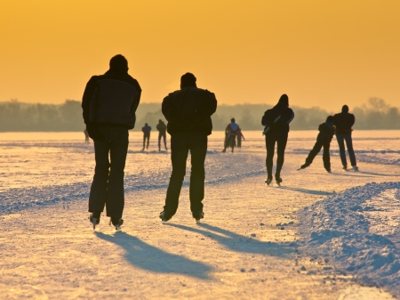 speed skating: Skaters on a dutch lake seen on their back during the eleven cities tour