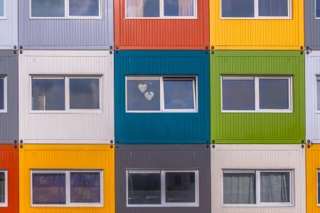 urban colors: Casa de bloque de apartamentos en variados colores en Amsterdam, Países Bajos