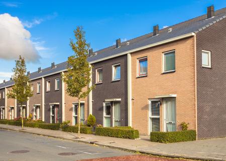 Straat van Modern Family Woningen in Europa Stockfoto