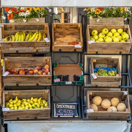 Organische Fruit op Display op een Street Market Stall