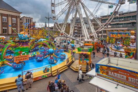 Kleurrijke Fun Fair in het centrum van Groningen, Nederland Redactioneel