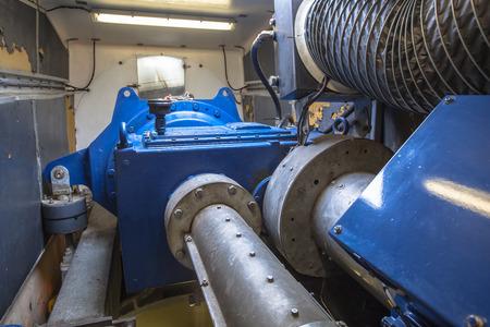 turbine: En el interior de la turbina de viento de la góndola para el mantenimiento de la caja de cambios, eje y generador Foto de archivo