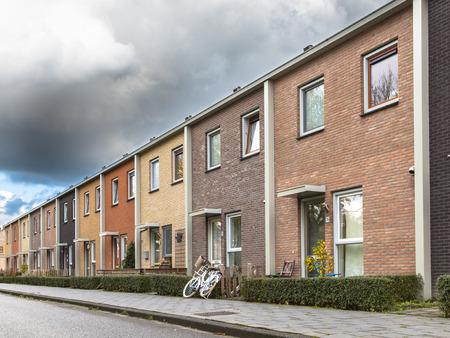 clase media: Colored Media Class Casas adosadas en Europa Foto de archivo