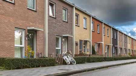 Moderne Terra Gekleurde Middle Class herenhuizen in Nederland, Europa Stockfoto