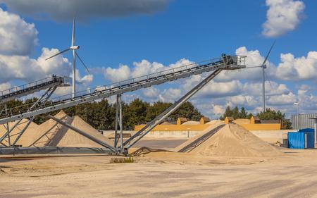 cinta transportadora: Cintas transportadoras en una instalación para la clasificación y lavado de arena para las actividades de producción y de la construcción de hormigón