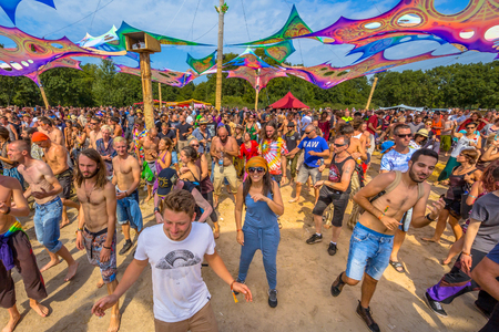 LEEUWARDEN, NETHERLANDS-AUGUST 30, 2015: Laughing happy party people having fun on the dance floor at Psy-Fi open air psychedelic trance music Festival Reklamní fotografie - 52112969