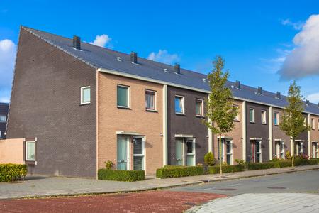 Moderne Terra Gekleurde Middenstand Dorpshuizen in Nederland, Europa