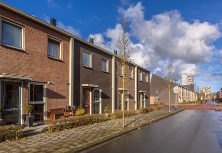 Modern Middle Class Dorpshuizen in een straat in Nederland, Europa